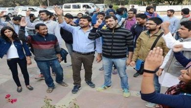 جواہر لال نہرو یونیورسٹی کے طلباء کا کشمیریوں کی حمایت میں مظاہرہ