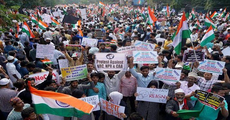 بھارت: سی اے اے اور این آرسی کے خلاف مظاہرے اور انسانی زنجیر