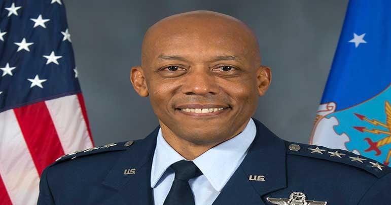 احتجاج رنگ لانے لگے، امریکی تاریخ میں پہلی بار سیاہ فام افسر فضائیہ چیف مقرر