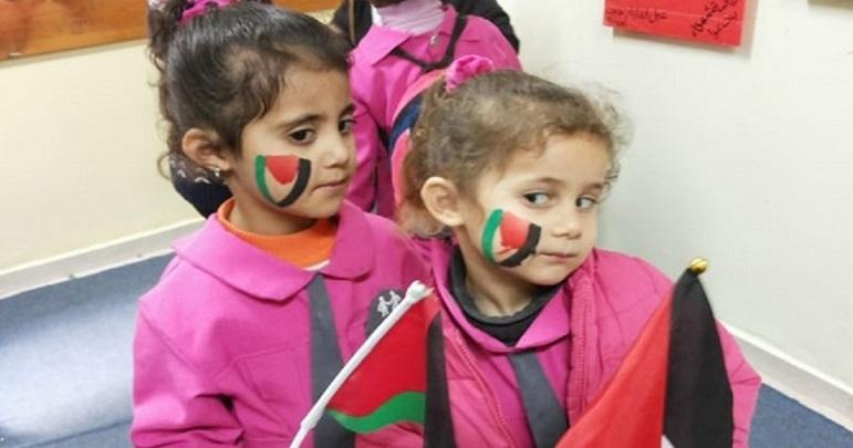غاصب صیہونی فوجیوں نے فلسطینی پرچم بنانے پر بچی کو گرفتار کر لیا