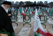 شہداء کے پاک خون نے اسلامی انقلاب کو زندہ کر دیا: آیت اللہ خامنہ ای